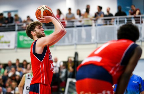 Mike Vigor pens new deal with Bristol Flyers